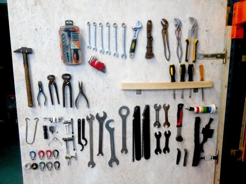 L'intérieur de la porte : les outils sont directement accessibles